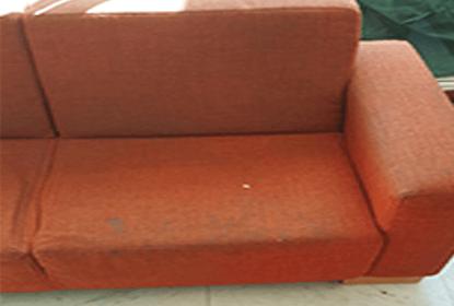 ניקיון של ספת בד אדומה
